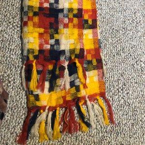 Gorgeous Simonetta woven scarf